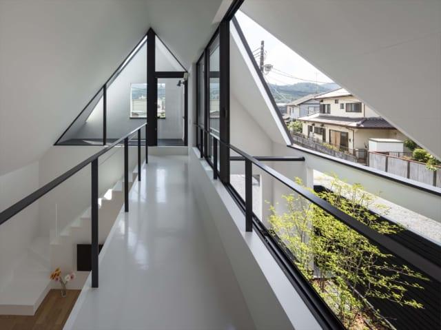 この家でしか体験できない、空中廊下からの絶景
